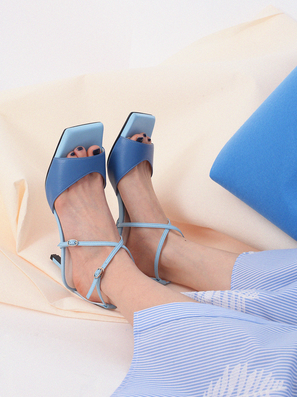 Mrc034 X-sandal (Midnight Blue)